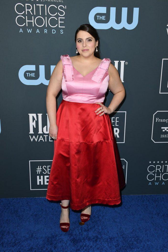 Beanie Feldstein de Lela Rose no Critics' Choice Awards 2020