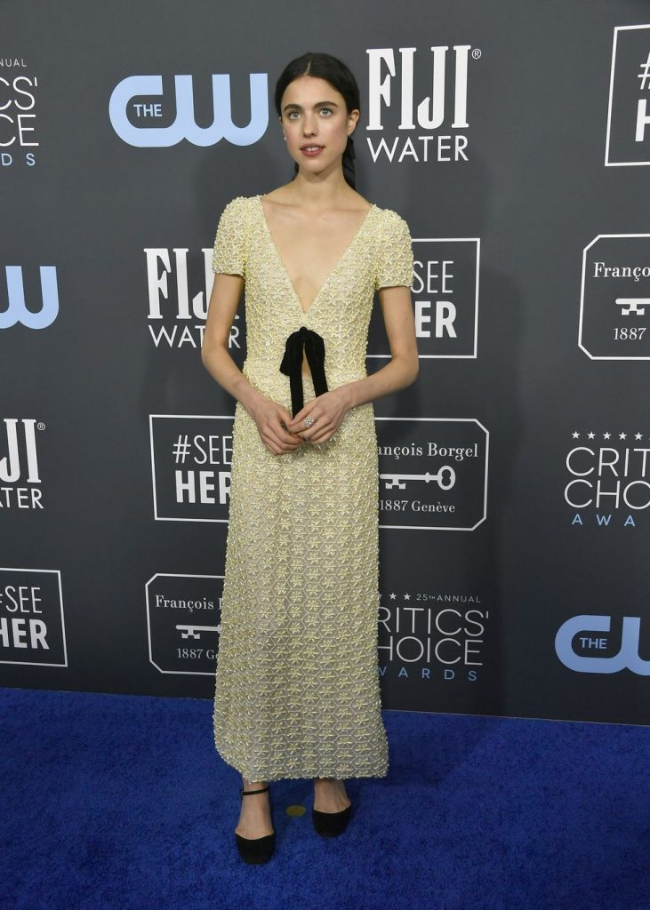Margaret Qualley de Miu Miu no Critics' Choice Awards 2020