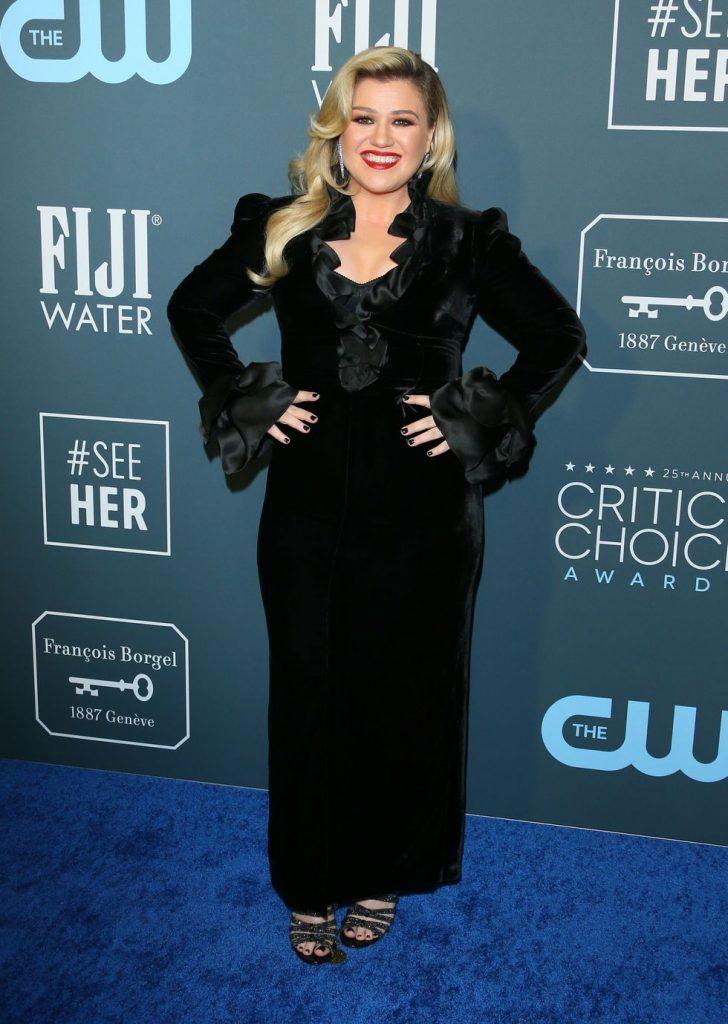 Kelly Clarkson de Alessandra Rich no Critics' Choice Awards 2020